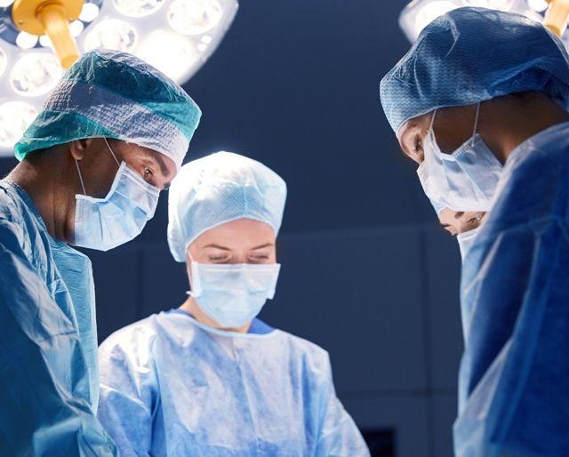 Хирургическая операция по удалению папиллом на носу