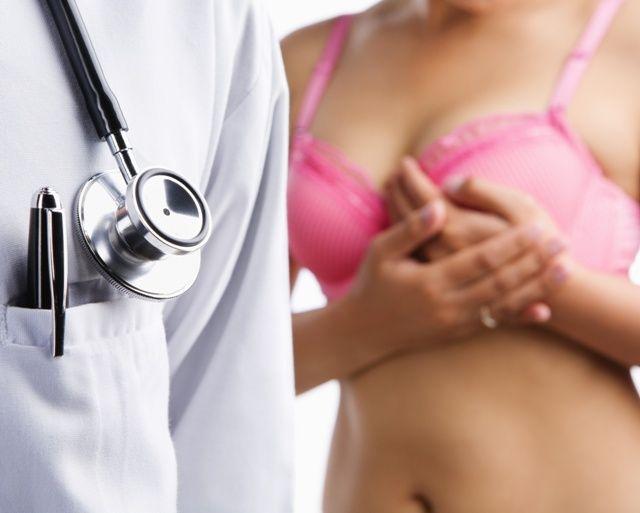 Обследование груди врачом