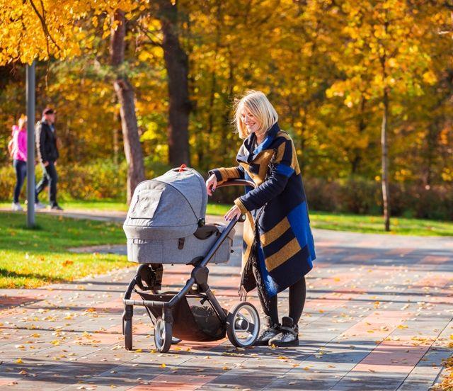 Прогулка на свежем воздухе с новорожденным